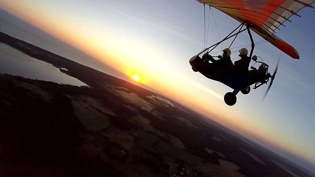 Wschód słońca z motolotni